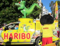 Tour de France, Pau, mascotte d'Haribo et voiture crocodiles